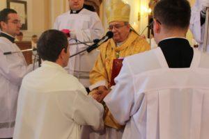 Mons. Orosch János nagyszombati érsek atya kézrátétele és imádsága által szentelte állandó diakónussá (Fotó: Szalai Erika/Felvidék.ma)