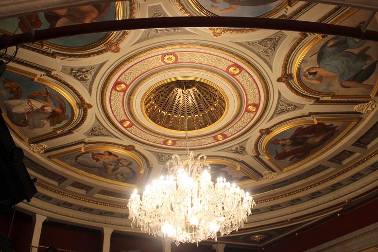 A színház mennyezete (Fotó: a szerző)