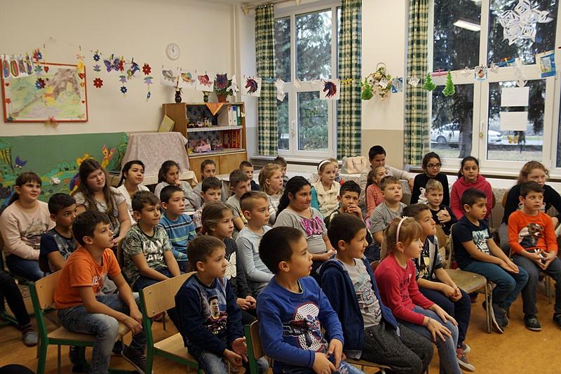 Az illésházi alapiskola alsó tagozatos tanulói (fotó: Hideghéthy Andrea/Felvidék.ma)