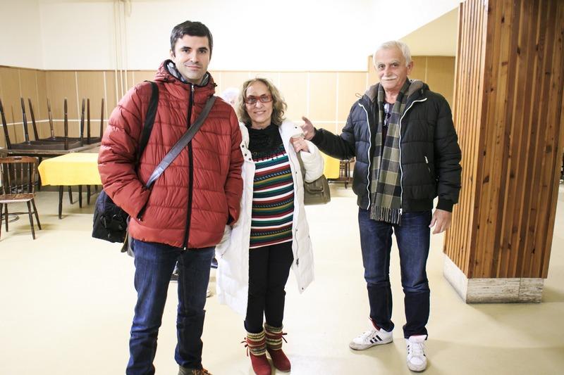 A jókai Farkas-családban mindenki színházat csinál. Balról Farkas Zoltán, Farkas Anna, Farkas Imre polgármester (fotó: Micsuda András)