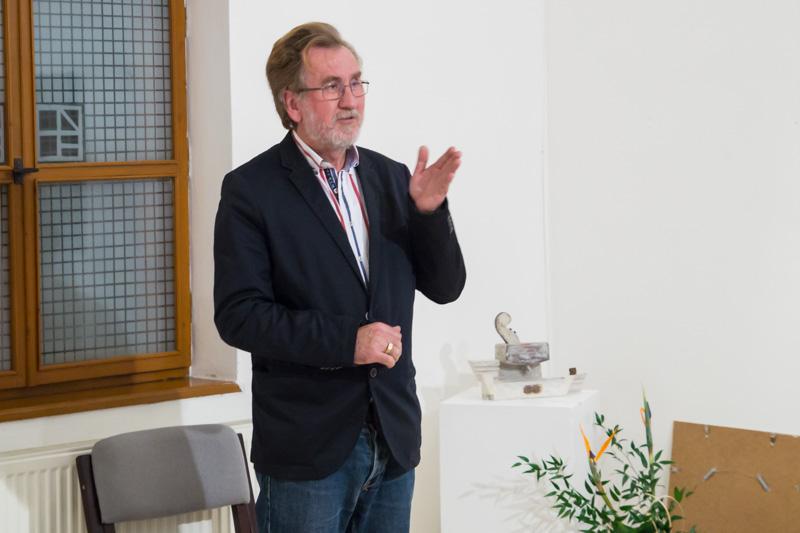 Hodossy Gyula bejelentette, hogy két alkotás kapja meg az Arany Opus díjat (Fotó: Hideghéthy/Felvidék.ma)
