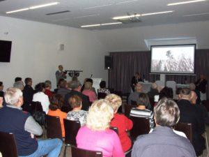 A közönség feszülten figyel (Fotó: a szerző)