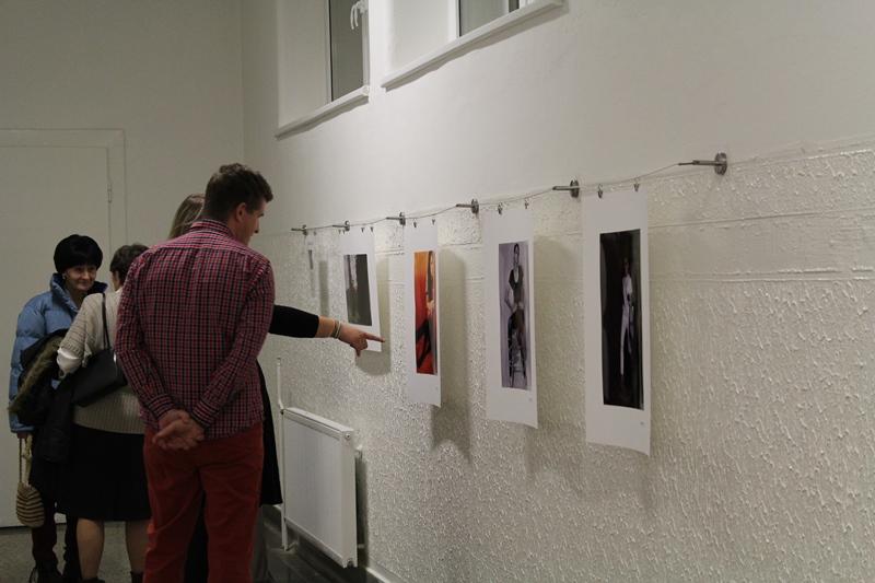 Balajti Zsolt kiállítása az iskolában (fotó: Neszméri Tünde/Felvidék.ma)