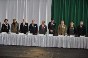 A főasztal társasága a himnusz közben (Fotó: Oriskó Norbert/Felvidék.ma)