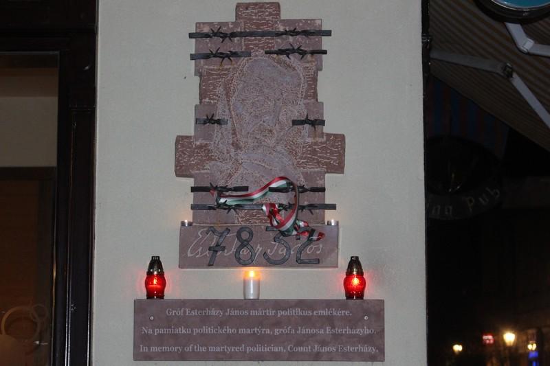 Esterházy-domborművét öt éve szentelték fel (fotó: Szalai Erika)