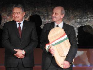 Popovics Béla munkácsi helytörténész (jobbra), a díjazottak egyike (Fotó: Németh István)