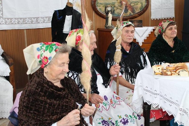 Gesztetei hagyományőrzők az iskolában (Fotó: Sallai Ágnes)