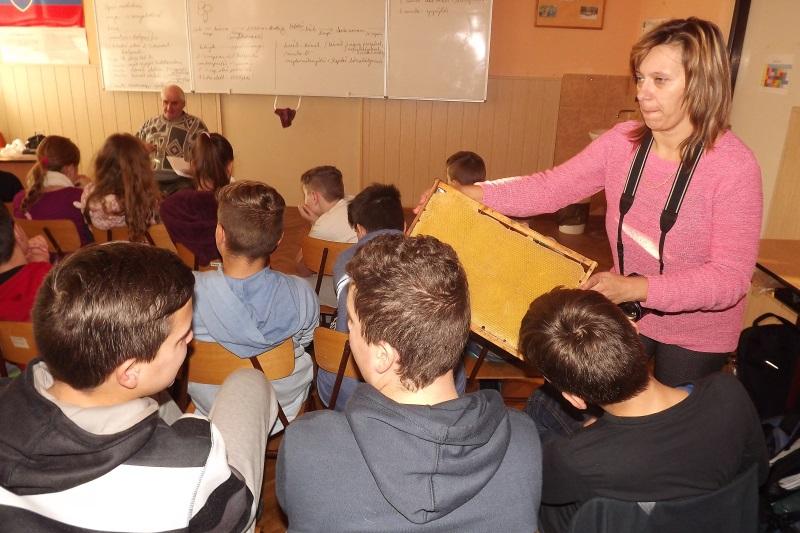 A keretet a tanulók közelről is megcsodálhatták (fotó: Miriák Ferenc)