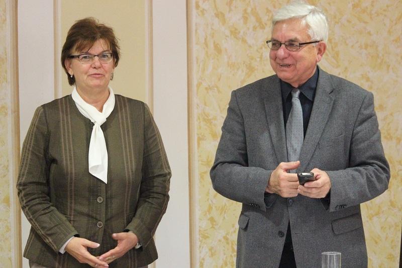 Pogány Erzsébet, a SZAKC igazgatója, és Duray Miklós elnök (Fotó: Szalai Erika/Felvidék.ma)