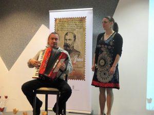 Horti Réka, a Petőfi-program ösztöndíjasa és Szilvási Tibor Ung-vidéki zenész (Fotó: Lakatos Denisza/Felvidék.ma)