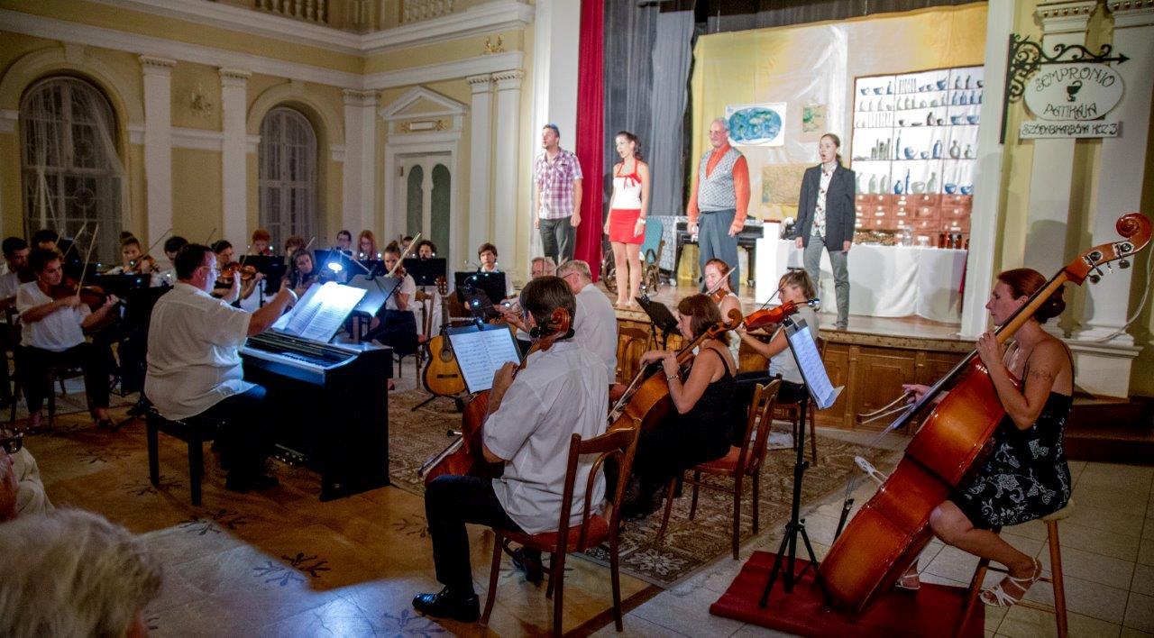 2015. augusztus 30. J. Haydn: A patikus c. operája aratott nagy sikert a Tiszti pavilon színpadán (Fotó: S.L. archívuma)