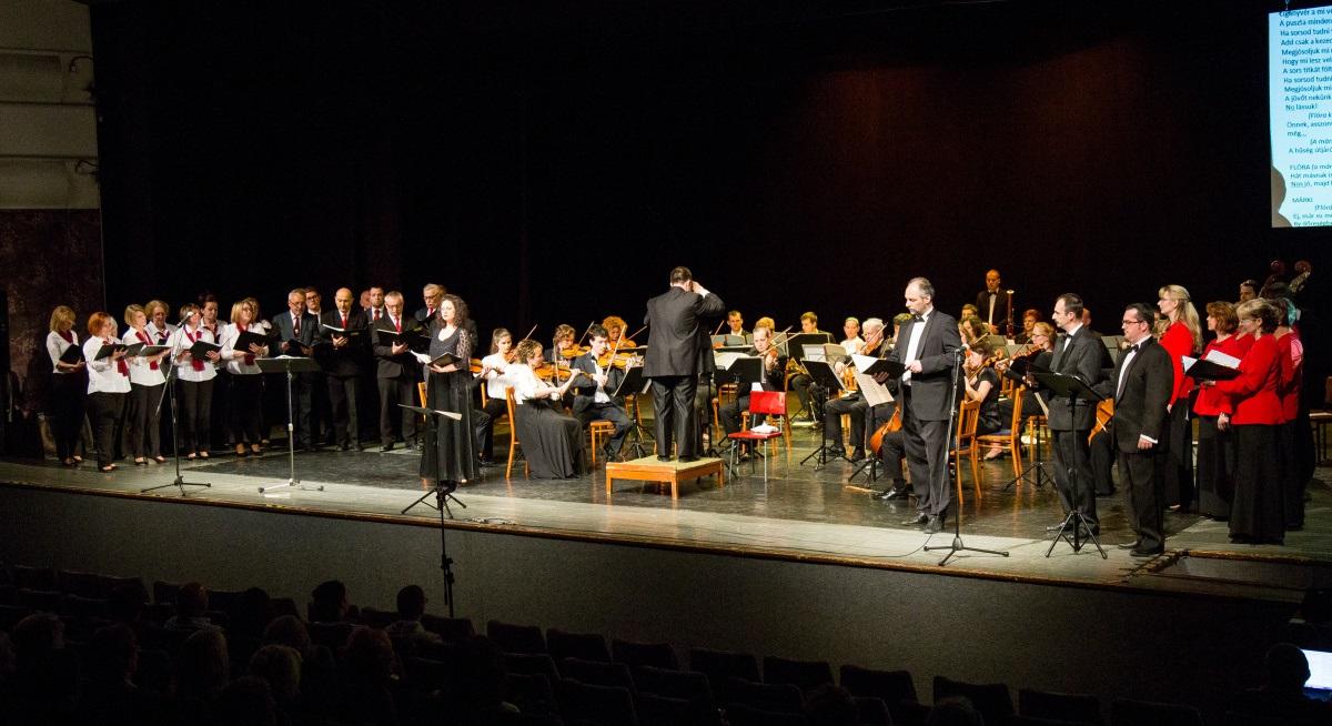 2016. április 30. G. Verdi: La Traviata c. operájának koncertszerű előadása volt hatalmas siker; a Komáromi Városi Művelődési Központ színháztermében (Fotó: S.L. archívumából)