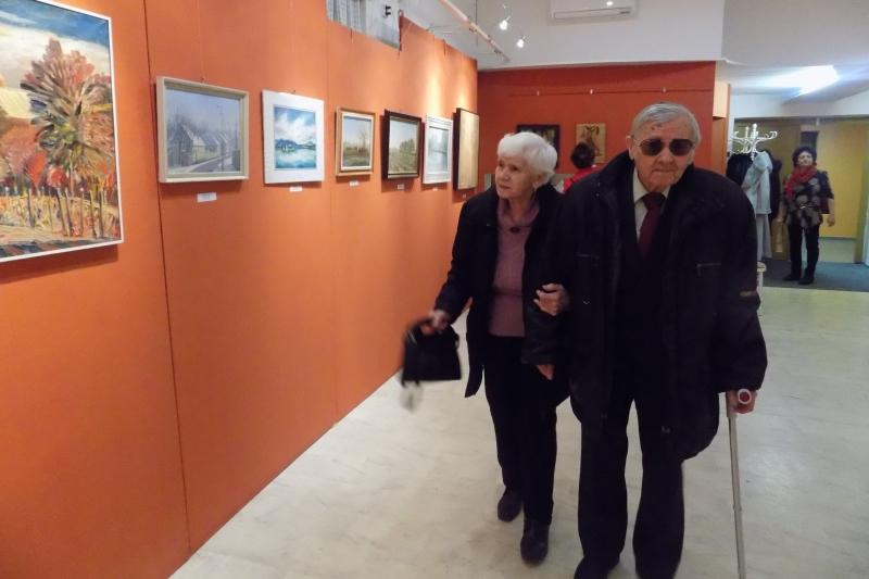 Lábik János és felesége a kiállításon (fotó: Berényi Kornália/Felvidék.ma)