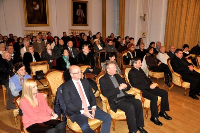 Megtisztelte az előadást Schönberger Jenő szatmári püspök és Beer Miklós váci püspök is