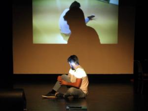 Tancer Tamás performansza (Fotó: Kocska Ádám)