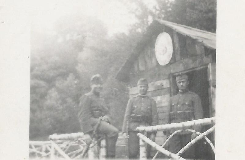 A kép az egyik őrbódénál készült (Fotó: Neszméri Tünde családi albumából)