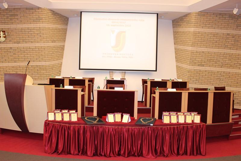 Az egyetemi szenátus itt foglalja el helyét az ünnepek alkalmával (fotó: Szalai Erika/Felvidék.ma)