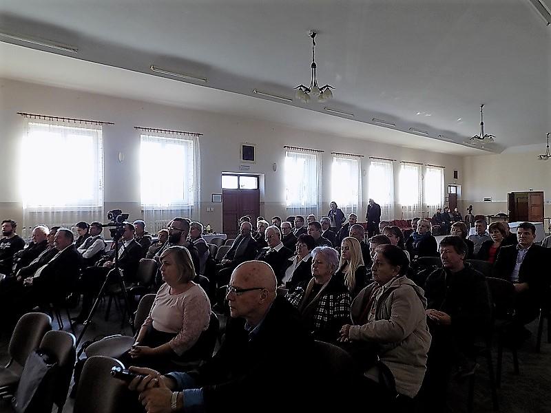 Az emlékműavatást emlékkonferencia előzte meg a felvidéki málenkij robotról a kultúrházban (Fotó: Homoly Erzsó/Felvidék.ma)