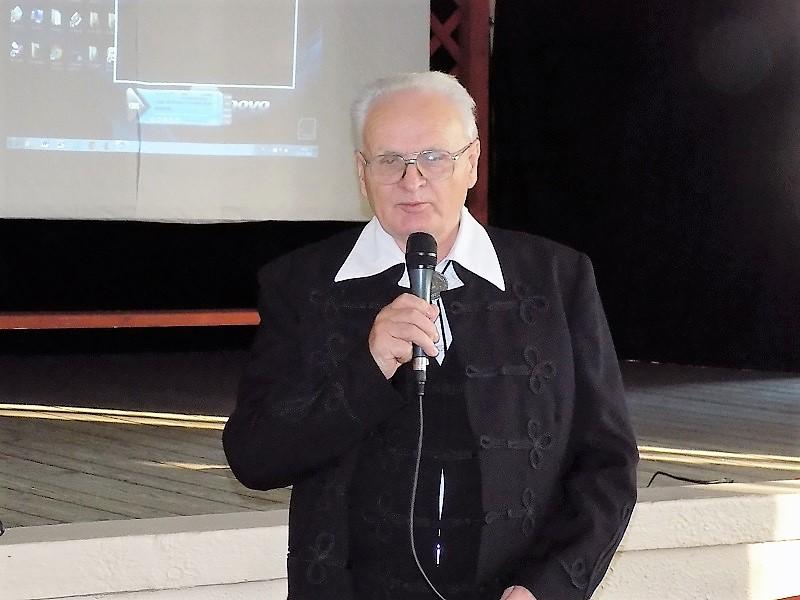 Koós István nyugalmazott tanár a Nagybalogi tragédiák címmel írt könyvet ezen időkről (Fotó: Homoly Erzsó/Felvidék.ma)