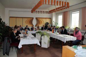A munkaértekezlet résztvevői Ipolyvarbón (Fotó: RRA/Felvidék.ma)