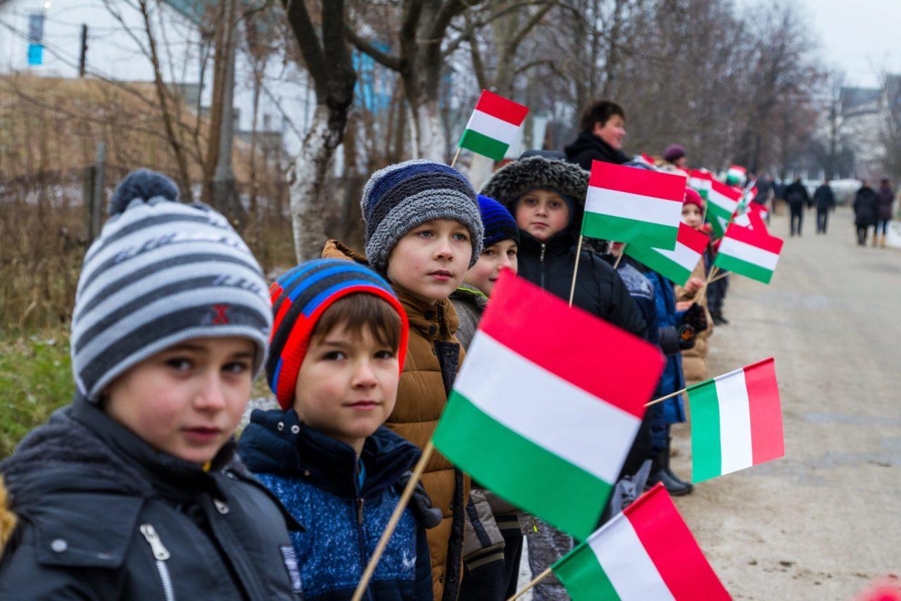 Másodrendű polgárok a magyarok, de a szlovákok is Kárpátalján - Kisebbségellenes jogszabályok Ukrajnában