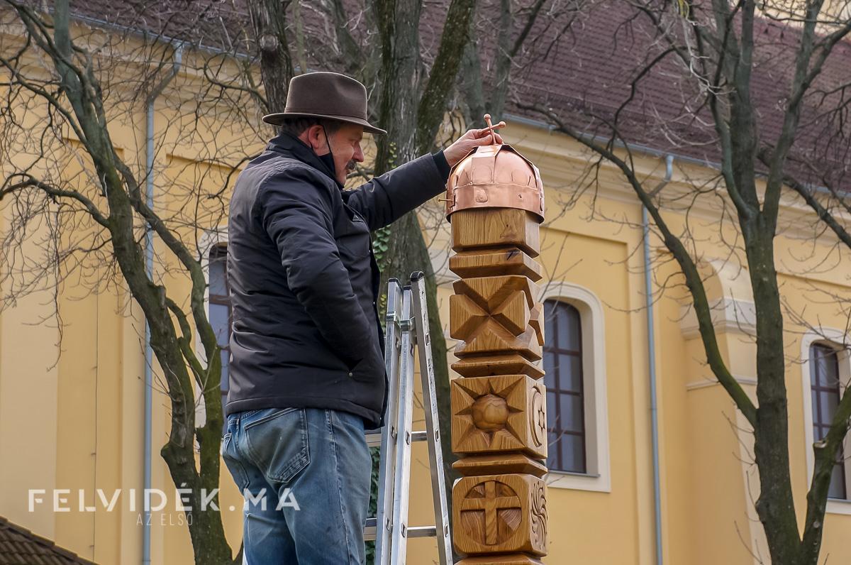 """Az udvardi Esterházy-emlékoszlop üzenete: """"Tenni azért, hogy közösséggé nemesedjünk"""""""